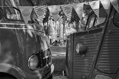 Street Photo 1909_040 (c a r a p i e s) Tags: carapies cityscapes 2019 españa madrid azca madreat foodtrucks nikonf100 35mm film filmisnotdead pelicula analogico ilford ilfordhp5 blancoynegro blackwhite bw fotografiaurbana urbanphotography urban urbanidad urbvanidad urbvanity urbanphoto streetphoto streetlife streetphotography citroen mercedes