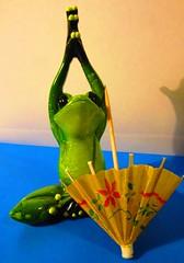 begging for rain (hussi48) Tags: upsidedown crazytuesday frosch frog grün green verde bunt groen