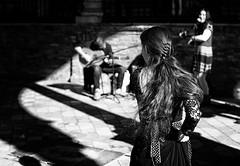 Flamenco (jantoniojess) Tags: flamenco gitana folclore blancoynegro monocromático monochrome blackandwhite nikond610 baile baileflamenco dance sevilla seville andalucía spain españa plazadeespañasevilla street streetphotography fotografíacallejera