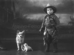 O menino e os cães* (Arquivo Fotográfico | Câmara Municipal de Évor) Tags: eduardonogueira glassnegative negativodevidro