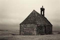 La Chapelle sur le toit du monde (l'imagerie poétique) Tags: 35mmfilm canoneos5 lensbabysweet50 chapel dreamy mysterious sacredplace
