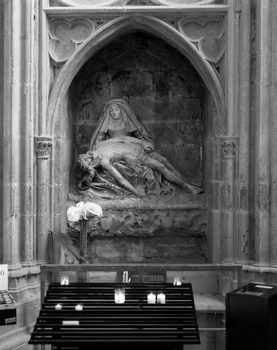 La Vierge de Pitié. La basilique Saint-Nazaire. Carcassonne, Aude, France. Crown Graphic, Graflex Optar 4,5. Ilford HP5+ (ref:4)