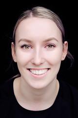 DSCF2320-10 (YouOnFoto) Tags: girl meisje vrouw woman eyes brown ogen groen bruin closeup portret porrait intense intens lach glimlach smile face fujifilm xt20 natural light daglicht