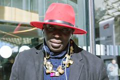 L'homme aux bijoux 2/2 (dominiquita52) Tags: streetphotography man hat chapeau paris garedunord red collier necklace stare
