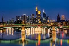 Frankfurt Skyline zur blauen Stunde (jwfoto1973) Tags: frankfurt skyline sky landschaft landscape longexposure langzeitbelichtung light lights lichter spiegelung reflection johannesweyers hochhäuser brücke bridge ignatzbubis