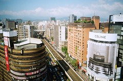 In the city. (蒼白的路易斯) Tags: cityscapes kodakcolorplus200 pentaxespio928 底片 底片攝影