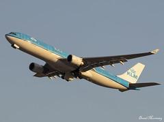 KLM (100 Years) A330-300 PH-AKA (birrlad) Tags: jfk nyc newyork international airport usa klm 100th anniversary titles decals dutch amsterdam aircraft aviation airplane airplanes airline airliner airlines airways airbus a330 a333 a330300 a330303 phaka