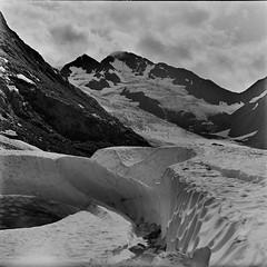 Glacier, Alaska, USA (Mister Electron) Tags: pentacon6 pentaconsixtl pentaconsix mediumformat analogue film silverhalide 120rollfilm blackandwhite blackwhite bw monochrome negative alaska glacier mountains usa landscape