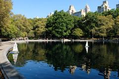 Sailing boats on a September pond (ho_hokus) Tags: 2019 centralpark fujix20 fujifilmx20 manhattan nyc newyorkcity pond sailingboat