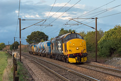 37403 Stowmarket 08/10/19 - At the forth attempt, I finally captured a RHTT working in sun (and only just at that!) during 2019. The Large Logo paring of 37403 and 37424 coast down the bank from Haughley Junction with 6Z86 Dereham to Stowmarket run. (rhayward92) Tags: 37403 class 37 rhtt rail head treatment train drs direct services stowmarket lancasters crossing 3s01 br british large logo