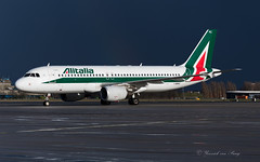 AZA_IBIKC_BRU_MAR2019_A320 (Yannick VP) Tags: airplane aircraft transport jet az aeroplane civil commercial airbus pax passenger airliner alitalia a320 jetliner aza 320200 brussels contrast photography march airport europe belgium taxi aviation platform eu m be bru taxiway planespotting ebbr 2019 airplanespotting twy airside ibikc