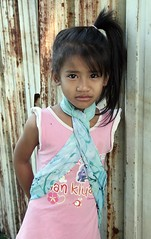 girl with scarf (the foreign photographer - ฝรั่งถ่) Tags: girl child scarf khlong lard phrao portraits bangkhen bangkok canon