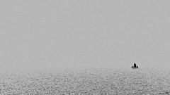 Vue imprenable (Un jour en France) Tags: canoneos6dmarkii canonef1635mmf28liiusm mer océan bateau minimalisme minimaliste noiretblanc noiretblancfrance