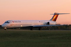 N997DL DELTA MD-88 at KCLE (GeorgeM757) Tags: delta md88 depature sunset aircraft aviation airplane airport mcdonnelldouglas kcle georgem757 canon70d