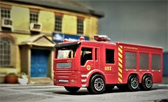 Small Diecast Fire Engine. (ManOfYorkshire) Tags: budget range fire engine tender triaxle red hti m7 small diecast madeinchina 692