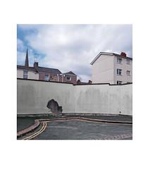 cul de sac (chrisinplymouth) Tags: wall building socialhousing plymouth devon england uk city cw69x urbio cameo xg square insquare cw69sq trait