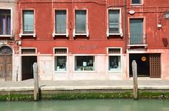 Venini (Joe Shlabotnik) Tags: italia 2019 italy murano canal april2019 venice venezia afsdxvrzoomnikkor18105mmf3556ged