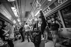 en passant par Singapour (Jack_from_Paris) Tags: l1012624bw leica m type 240 10770 leicasuperelmarm13421mmasph 21mm 11145 dng mode lightroom capture nx2 rangefinder télémétrique blackandwhite monochrome bw noiretblanc noir et blanc monochrom wide angle street singapour asie city urban métro tube people femme woman regard smartphone