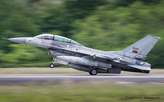 NTM19 | Portuguese Air Force Lockheed F-16B Fighting Falcon | 15120 (Timothée Savouré) Tags: panning portuguese air force lockheed f16b f16 fighting falcon portugal montdemarsan mdm lfbm nato tiger meet 2019 landing
