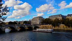 Paris / Samaritaine et Pont Neuf (Pantchoa) Tags: paris france seine samaritaine pontneuf îledelacité eau fleuve bateaumouche nuages pont