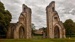 The Ghost of Glastonbury Abbey 1 (L I C H T B I L D E R) Tags: england uk glastonbury abbey glastonburyabbey ghost geist mendip ruins ruinen avalon kingarthur artus guinevere somerset