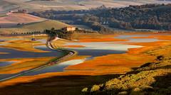 Bacino (Va e VIENI) Tags: art ambrosioni zzmanipulation bacino acqua rosso panorama casolare