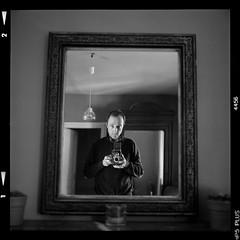 Mandatory TLR selfie (vincent-photo) Tags: blackwhite bw alternative caffenol caffenolch film hp5 ilford mediumformat square tlr twinlensreflex vintage 6x6 yashica yashica12 yashicaffenol 120 selfportrait
