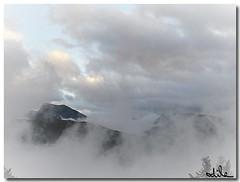 Ambiance brume (lavanthym) Tags: brume nuages merdenuages vercorsest vercors châteaubernard coldelarzelier pluie isère blanc