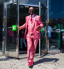 The New Yorkers - Pink (François Escriva) Tags: street streetphotography us usa nyc ny new york people candid olympus omd photo rue sun light man colors sidewalk manhattan suit pink green tie red shoes style posh bank