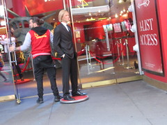 2019 Putting out the Pitt - Brad Pitt on sidewalk Wax display 5096 (Brechtbug) Tags: 2019 putting out pitt brad sidewalk wax display madame tussauds 42nd street midtown manhattan museum nyc 10092019 october sometimes vampire new york city museums public royal uk england brit britain british tussaud s mannequin mannequins dummies dummy interview with