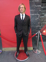 2019 Putting out the Pitt - Brad Pitt on sidewalk Wax display 5106 (Brechtbug) Tags: 2019 putting out pitt brad sidewalk wax display madame tussauds 42nd street midtown manhattan museum nyc 10092019 october sometimes vampire new york city museums public royal uk england brit britain british tussaud s mannequin mannequins dummies dummy interview with