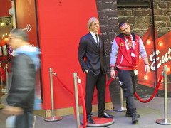 2019 Putting out the Pitt - Brad Pitt on sidewalk Wax display 5100 (Brechtbug) Tags: 2019 putting out pitt brad sidewalk wax display madame tussauds 42nd street midtown manhattan museum nyc 10092019 october sometimes vampire new york city museums public royal uk england brit britain british tussaud s mannequin mannequins dummies dummy interview with