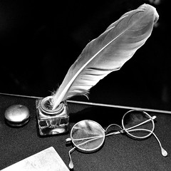 lend me your quill (mujepa) Tags: monochrome encrier encre plume lunettes noir blanc quill pen pencilbox glasses bw