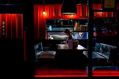 Fermeture (marcvazart) Tags: continentsetpays europe ie irl ireland irlande dublin street rouge bar pub fermeture lumière light nuit night silhouettes serveuse