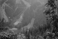 Gosausee (svnsmts) Tags: 35mm dachstein austria canon a35f kosmofoto kodak portra400 shotonfilm filmphotography analog gosau