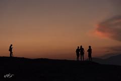 Il fotografo e i suoi soggetti (walter.fangio) Tags: grecia archeologia invacanza ruderi fotografo meteore tramonti siluette nero uomini figure photographers