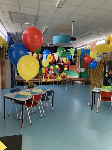 Tafeldecoratie 3ballonnen Gronddecoratie Montessorischool Spijkenisse