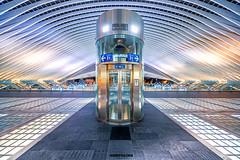 Liege - Der Bahnhof ... (Hobbybilder) Tags: liege bahnhof abends farbe bunt dach fahrstuhl architektur belgien 2019