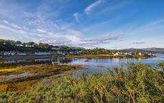 Plockton (Fil.ippo) Tags: plockton highlands scotland village town paese scozia water acqua reflection boat sunset tramonto house clouds sky panorama landscape townscape fuji filippo filippobianchi xt2