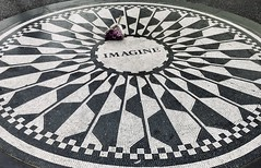 #NewYorkCity #Vacation #August2019 (Σταύρος) Tags: imaginemosaic strawberryfield strawberryfields october9 givepeaceachance restinpeace uppermanhattan newyork nyc ny publicpark lookingdown centralpark imagine johnlennon newyorkcity vacation august2019