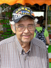 Korean War Veteran (J Wells S) Tags: koreanwarveteran usarmyveteran vet portrait candidportrait thelittlestatefair 2019browncountyfair browncountyohio georgetown ohio carnival glasses smile dents hat