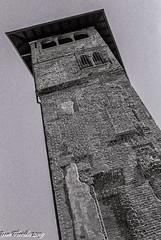 Antica Milano: Torre di Palazzo Gorani (Gian Floridia) Tags: milano palazzogorani bn bw bienne filmphotography kodaktmax400 leicam4p torre milan provinceofmilan italy