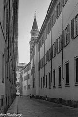 Milano, Via palazzo reale (Gian Floridia) Tags: chiesadisgottardoincorte kodaktmax400asa milano viapalazzoreale bn bw bienne campanile filmphotography leicam4p milan provinceofmilan italy
