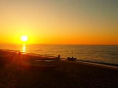 STARTKLAR P9300994 (hlh 1960) Tags: fischerboote boat meer wasser water strand beach sand fischer fisher people wellen wave sun sunrise sonne sonnenaufgang sol soleil atardecer spanien spain espania golden licht light farben colour ready dabei