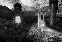 Black and white graves (pavelsoukupcz) Tags: hrob grave tomb seplucher restingplace soul whitesoul blacksoul tombstone gravestone burialground