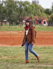 Country girl (carlos_ar2000) Tags: paseo walk mirada glance retrato portrait chica girl mujer woman bella beauty sexy camino road linda pretty gorgeous generalrodriguez buenosaires argentina