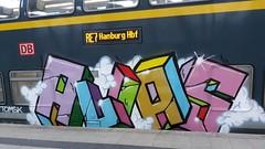 Graffiti (Honig&Teer) Tags: graffiti honigteer kiel db deutschebahn dbregio nahsh spraycanart steel sport aerosol aerosolart eisenbahngraffiti railroadgraffiti train treno trein traingraffiti trainspotting trainart trainwriting urbanart panel bombing benching vandalismus