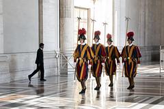 Schweizer Garde (Reinhard_M) Tags: rom vatikan schweizergarde petersdom