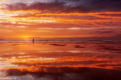 Incandescent (IrreBerenTe Natalia Aguado) Tags: goldenhour nature landscape cloudscape reflection reflects nataliaaguadoirreberente sea cantabria sanvicentedelabarquera run beach redsky sunset rojo red incandescent