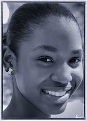 Kiki (01_0020BW) (ronnie.savoie) Tags: africanamerican black noir negra woman mujer chica muchacha girl pretty guapa lovely hermosa browneyes ojosnegros brownskin pielcanela portrait retrato model modelo modèle smile sonrisa sandybay roatan roatán honduras hondureña catracha bayislands islasdelabahía diaspora africandiaspora